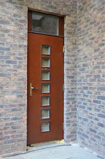 Деревянная входная дверь
