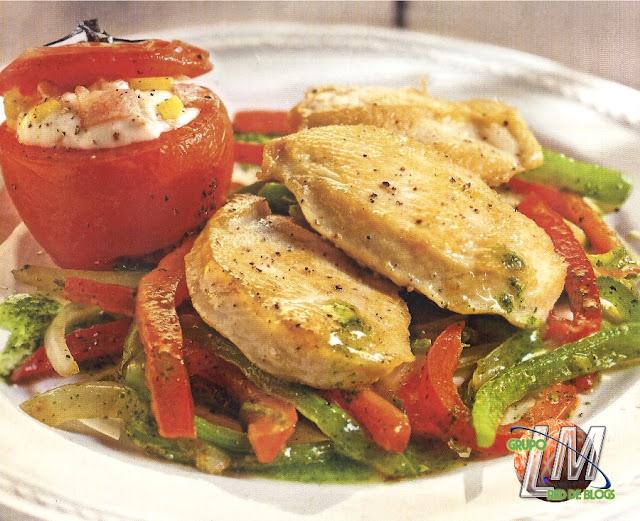 Pechuga de pollo con tomates rellenos