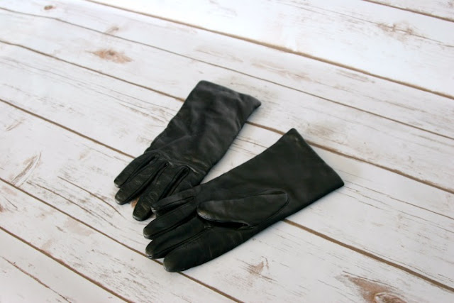 Lands' End Winter Style | Morgan's Milieu: Cashmere-lined leather gloves from Lands' End; they're tough, durable and warm. Handy for any stylish woman.