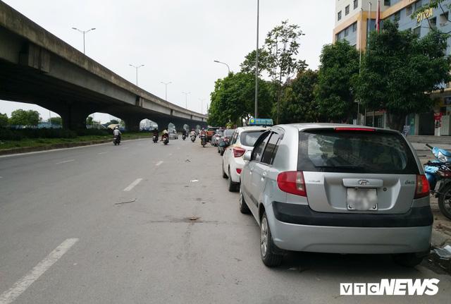 Giải tỏa bãi đỗ xe ở Linh Đàm và Kim Văn Kim Lũ - Ảnh 9