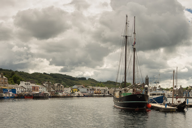 Photo of another view of Tarbert Harbour