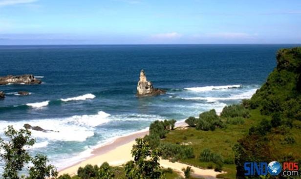 Wisata Pantai Buyutan Pacitan