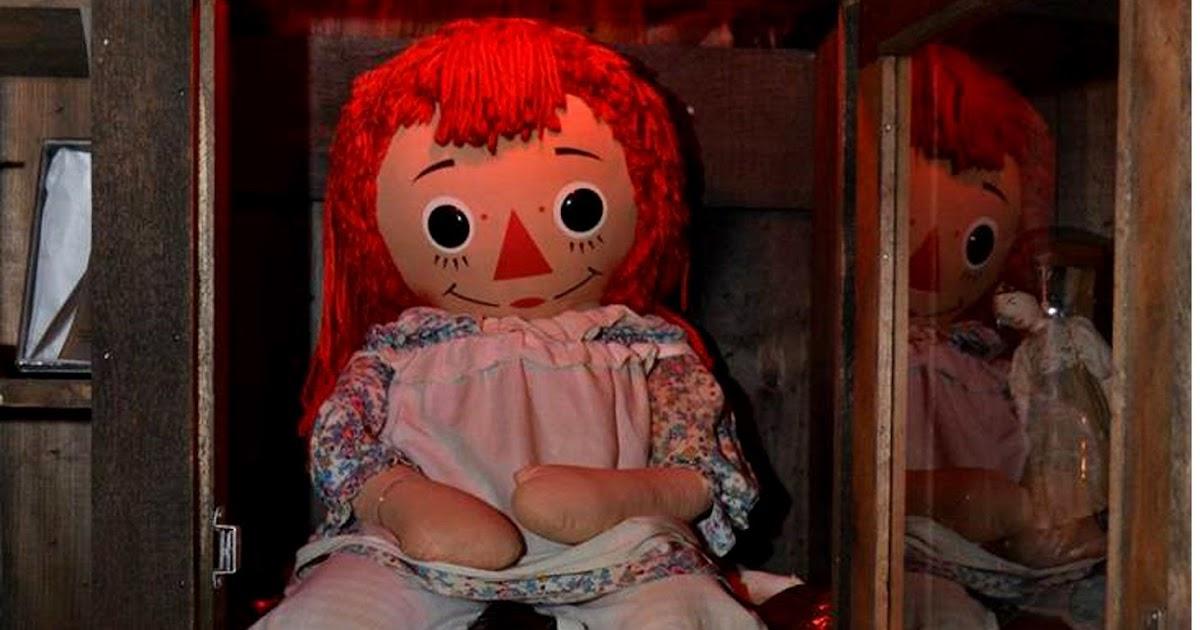 Кукла анабель в музее для
