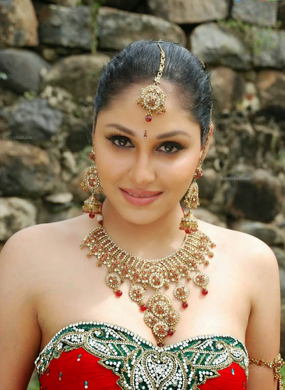 Bollywood Special Pooja Chopra Hot And Sexy Cleavage In -2263