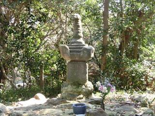 池禅尼の供養塔