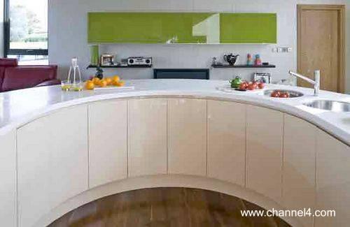 Modelo de cocina contemporánea con mueble curvo