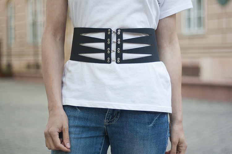 Cut-out t-shirt Hollow Triangle Waist Belt