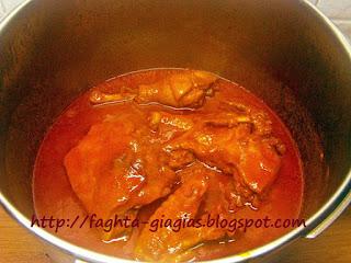 Κόκκορας κοκκινιστός μακαρονάδα - από «Τα φαγητά της γιαγιάς»
