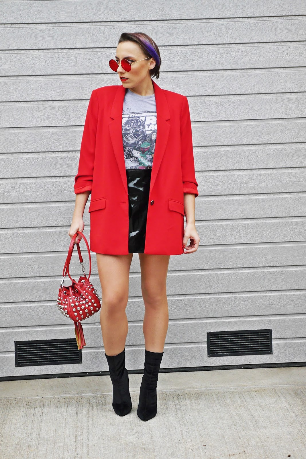 6_red_jacket_star_wars_t-shirt_yeazzy_boots_socks_karyn_blog_modowy_301117