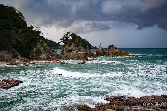 rochers, mer, plage et vegetation