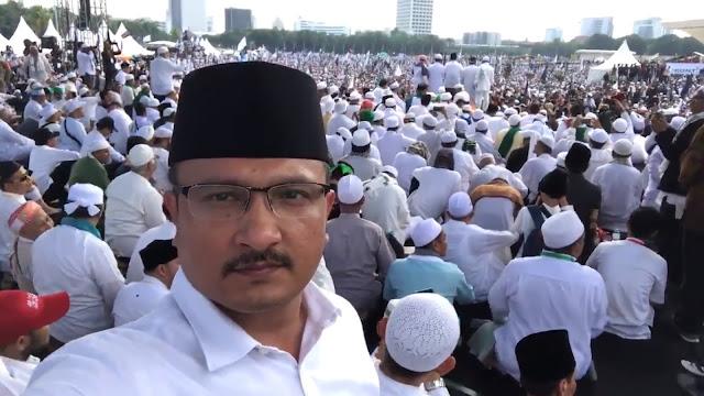 Suksesnya Reuni 212 Tunjukkan Jokowi Pro Islam, Ferdinand: Ini Pengamat Habis Makan Apa?