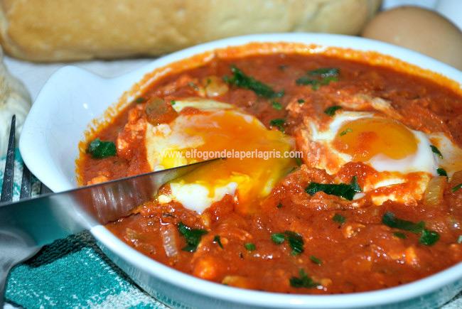 Huevos con tomate sin cuajar