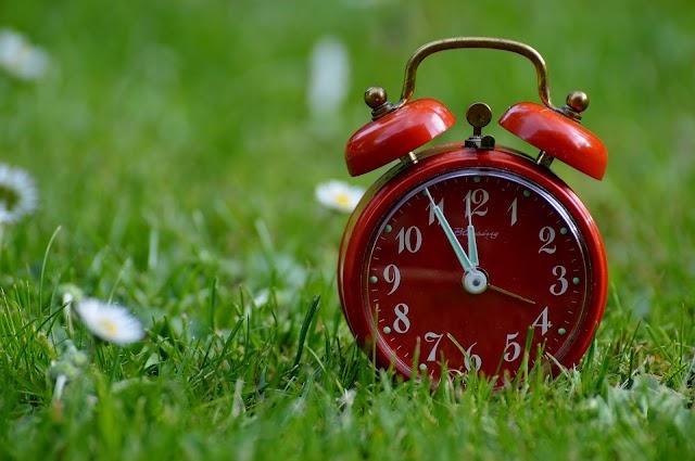 Местим стрелките на часовника в последния ден на месеца