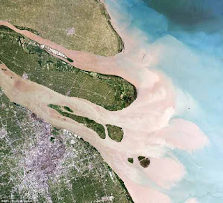 Gambar Delta nampak dari satelit