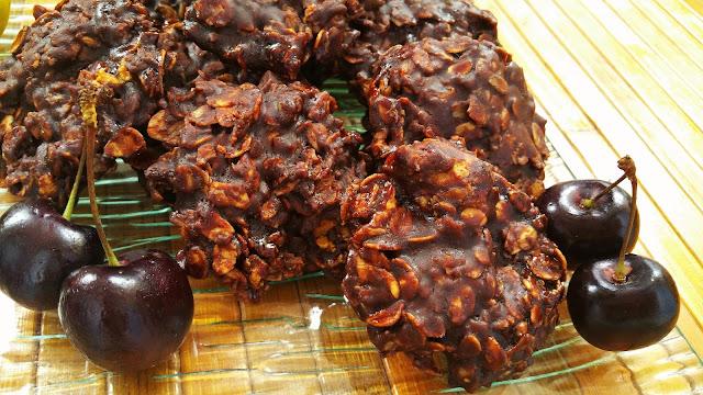 Galletas de avena y chocolate con aceite de coco sin hornear