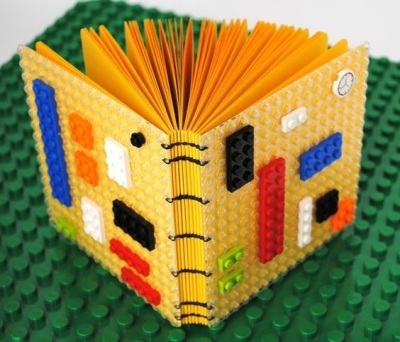 8. Rangkai lego menjadi sampul buku