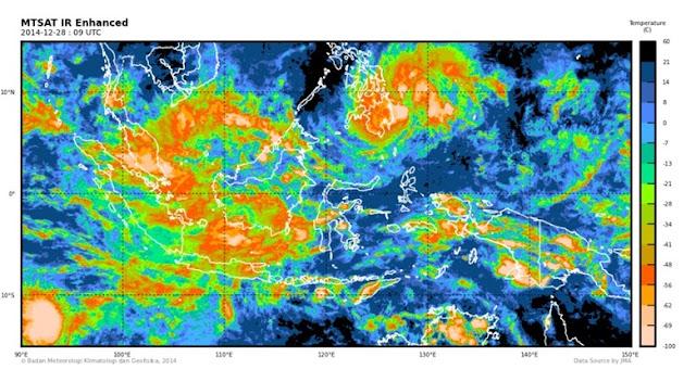 Awan Tsunami di Langit Makassar 5 Penerbangan Harus Putar Balik