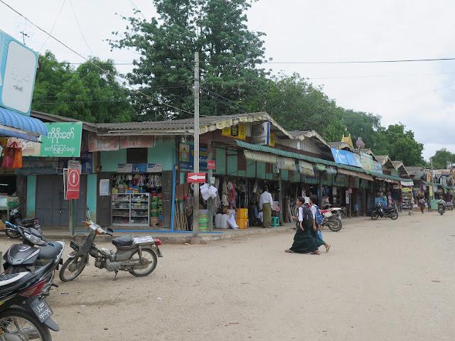 Mani Sithu Market en Nyang - U