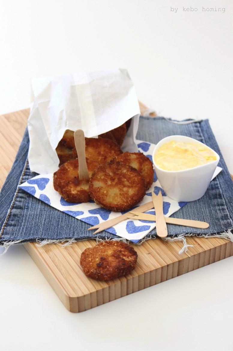 Fastfood bzw. Fingerfood bei kebo homing, homemade Kohlrabischnitzel in einer knusprigen Kokospanade mit Currymayonnaise und dem dazugehörigen Blitzmayonnaise-Rezept, Südtiroler Foodblog und Lifestyleblog, Foodstyling und Fotografie