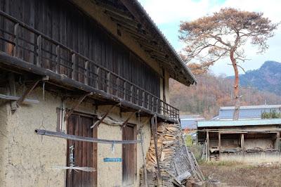 生坂村の古民家カフェ・ひとつ石 土蔵