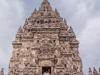 Borobudur di Kuil Matahari Terbit & Prambanan