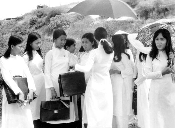 Image result for Dạy kèm trước 1975