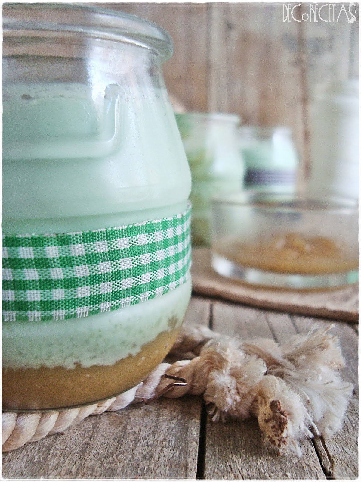 Yogures naturales con mermelada de pera (a la vainilla)