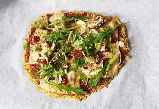 Pizza bez glutenu i drożdży - na spodzie z ciecierzycy