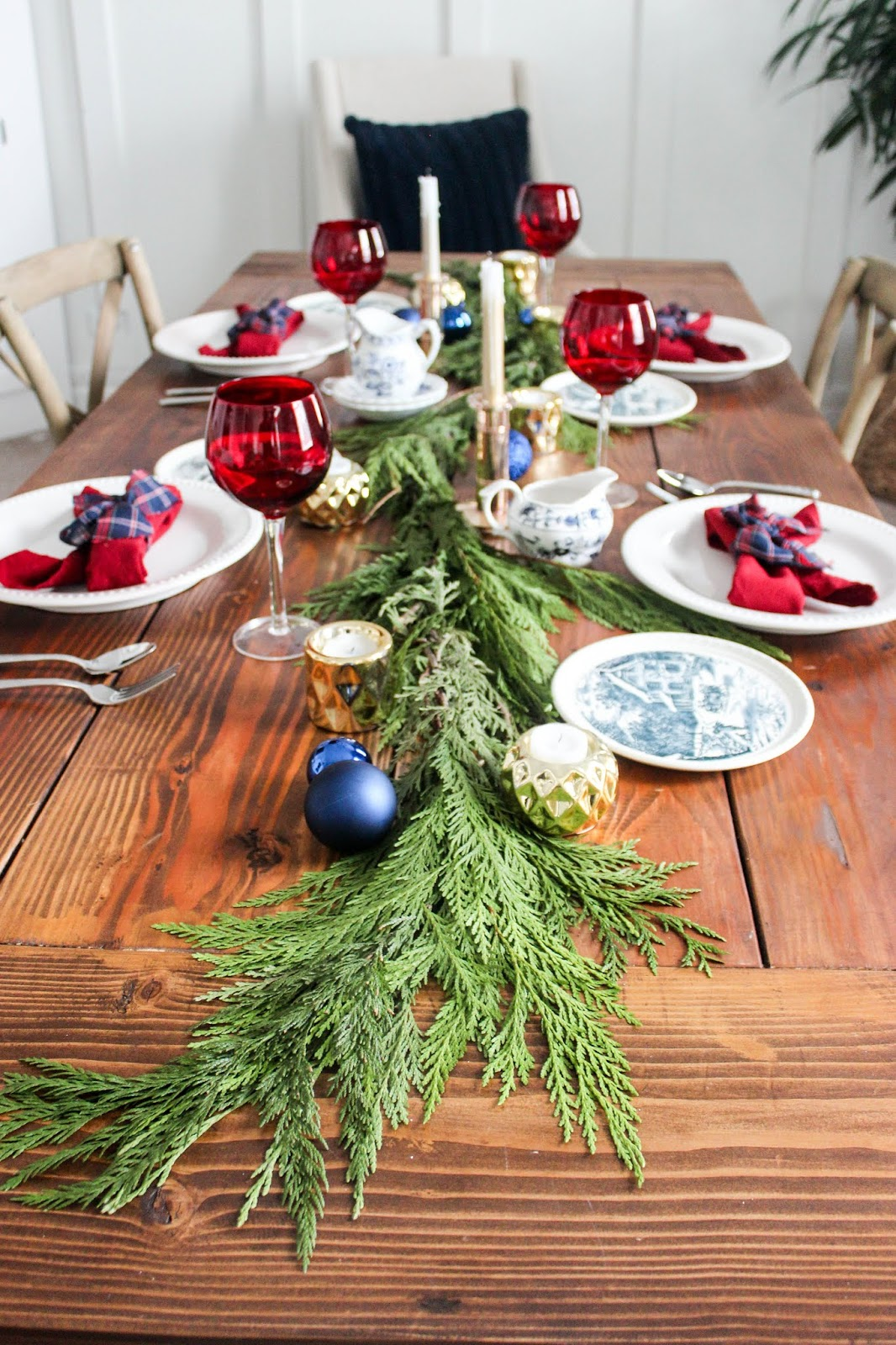 garland table runner