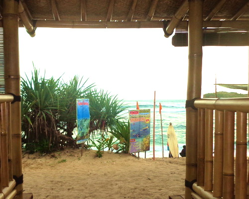 Tinuku Bamboo Lengkung Sadranan Bungalow implements truthfully tropical coastal village architecture design