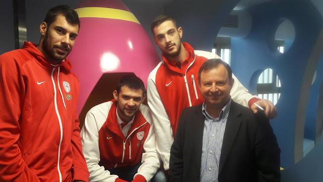 Η selfie του βουλευτή Θεσπρωτίας με την ομάδα μπάσκετ του Ολυμπιακού