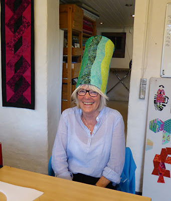 Mor har fået ny hat