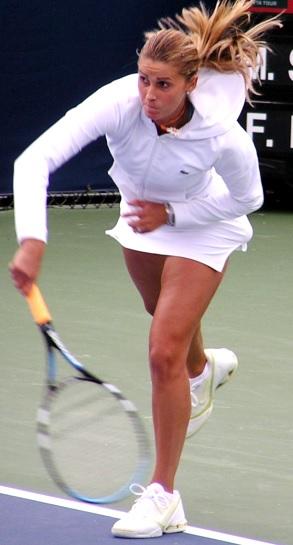 Foto de María Sánchez Lorenzo con uniforme blanco