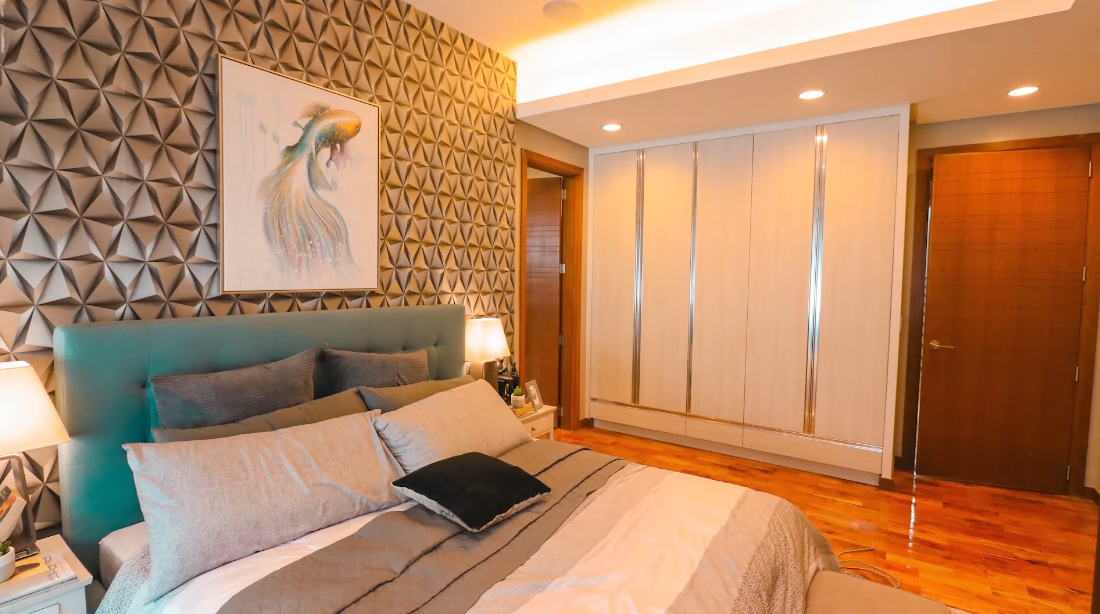 20 Interior Design Photos vs. New Manila, Luxury Townhouse Tour