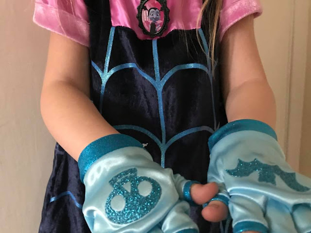 vampirina-bootiful-dress-gloves