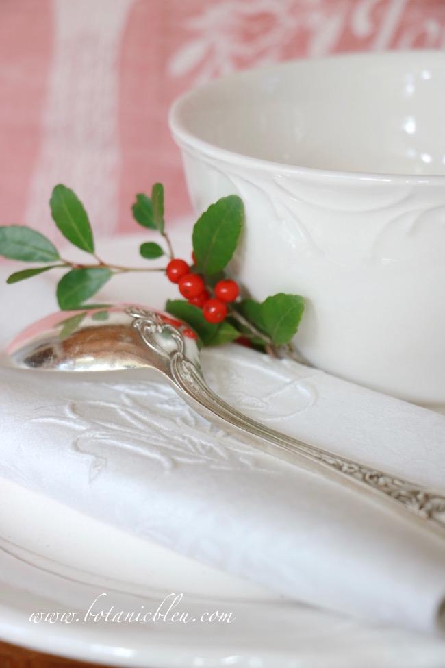 vintage-french-spoon-monogram-linen-napkin