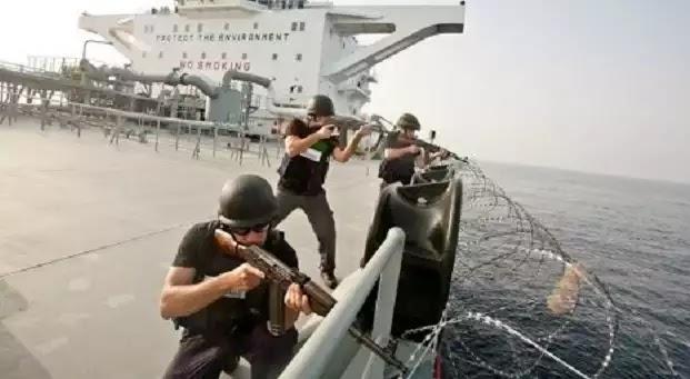 Το βίντεο με τα 7 εκατ. κλικς - Η ανταλλαγή πυρών μεταξύ μισθοφόρων και Σομαλών πειρατών