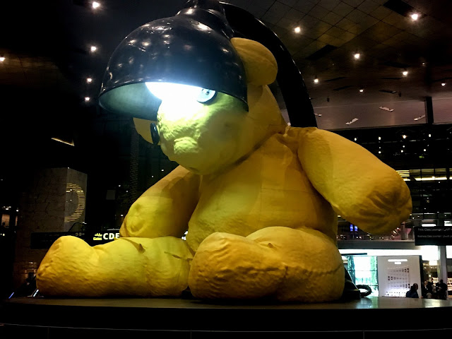oso lámpara aeropuerto qatar