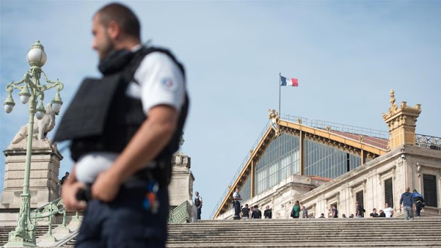 the attack occurred at saint charles train station in marseille. Black Bedroom Furniture Sets. Home Design Ideas