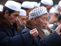 Untuk halangi puasa, Cina menaruh kader-kader partai komunis di rumah Muslim Uighur