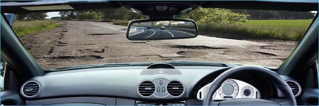 Tips berkendara Di jalanan Rusak penuh lubang