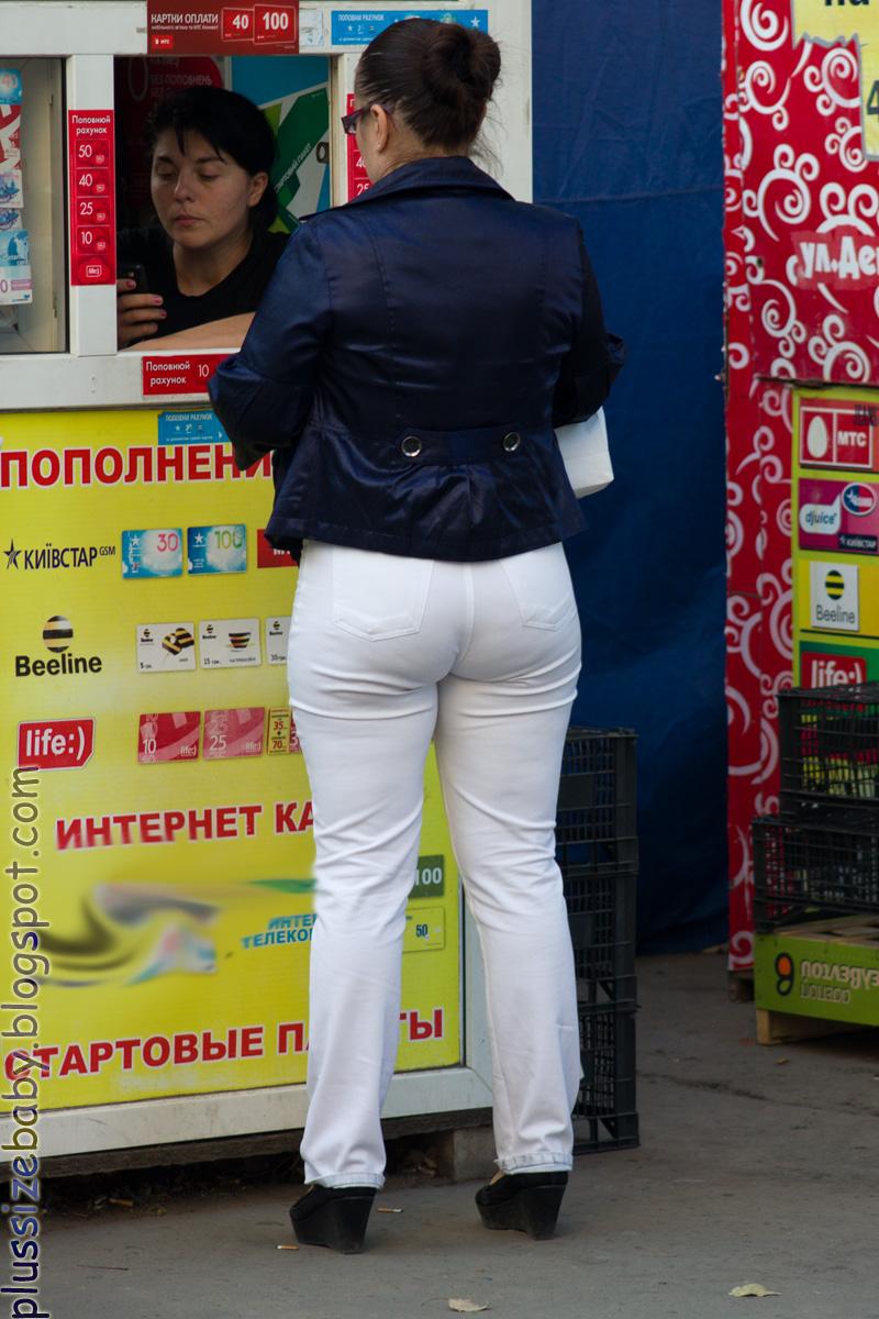 зрелые попки в брюках один раз видела