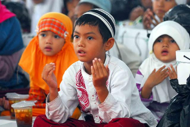 Mengapa, Tidak Setiap Anak Yatim Berhak Mendapat Zakat ? Berikut Penjelasanya!
