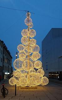 Grantre av LED-lys i Bodø sentrum