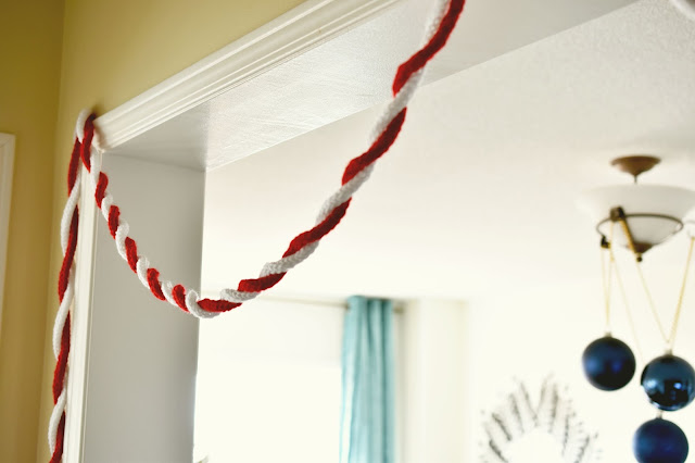 Loom Knit Holiday Garland Tutorial - make this festive Christmas garland using a small knitting loom, a hook and any yarn you have around. Simple and fun to do! Great for Valentine's Day too! #knitting #loom #crafts #craftsforkids #decor #xmas #diy #project #idea #gifts #gift
