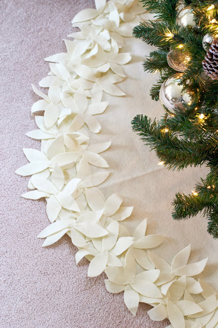 Diy tree skirts to make for your Christmas tree. With more than 30 diy no-sew projects to choose from, you're sure to find a diy tree skirt that fits your Christmas home decor and style.