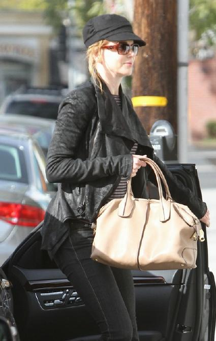 5edf3646f8d2b Nicole Kidman looking effortlessly trendy with her TOD's D Bag Bauletto