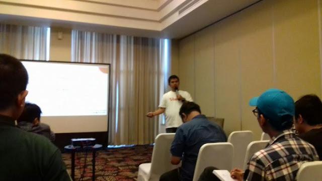 Foto Gagan Gandara selaku Head of Operation Vidio.com sedang melakukan presentasi. Foto http://makassar.tribunnews.com/2016/11/25/yuk-gabung-jadi-konten-partner-vidiocom-ini-benefitnya