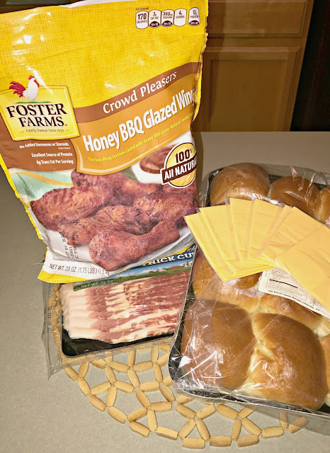 Honey BBQ Bacon Cheddar Melt Sliders, Honey BBQ Bacon Sliders, Honey BBQ Sliders with cheese, Honey BBQ Sliders with bacon and cheese, Tailgating recipes, Easy slider recipes, easy tailgating recipes
