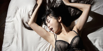 Female twitching during oral sex